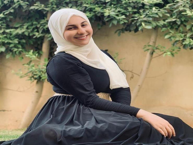 صورة فنانة شهيرة تفاجئ الجميع وتقرر ارتداء الحجاب: ابتديت أفوق