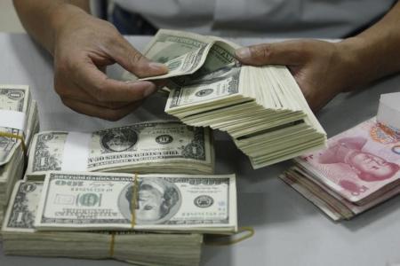 """""""الدولار"""" يصدم الجنيه بالسوق والبنوك"""
