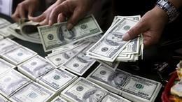 الدولار يلامس الـ19 جنيهاً