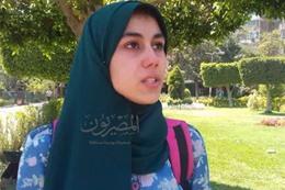 بكاء طالبة في عيد الأم
