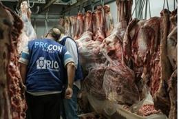 إشراف هيئة حماية المستهلك في ثلاجة في ريو في البرازيل