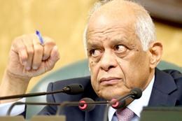 أكد الدكتور على عبد العال، رئيس مجلس النواب، أنه لن يمرر أي واقعة مخالفة للدستور داخل قاعة البرلمان.