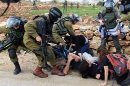 إصابة 55 فلسطينيًا في مواجهات مع الاحتلال بالضفة