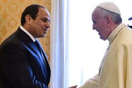 السيسى يودع بابا الفاتيكان فى مطار القاهرة