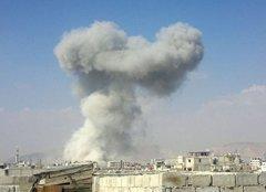 """فيديو مروع لقصف طائرات بشار """"داريا"""" بالبراميل المتفجرة"""