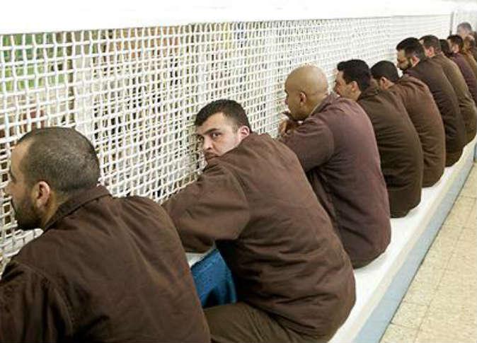 1800 فلسطيني مريض في سجون الاحتلال