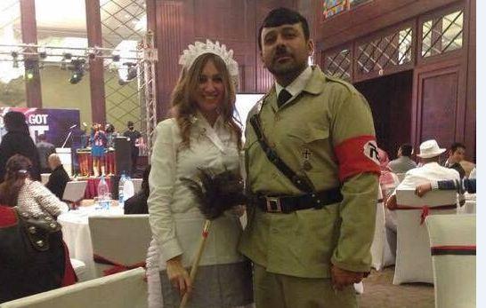 """بالصور..ضجة فيسبوكية بعد ظهور الحسيني بملابس """"هتلر"""""""