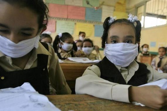 صورة نائب وزير التعليم يوضح حقيقة وجود إصابات «كورونا» في المدارس