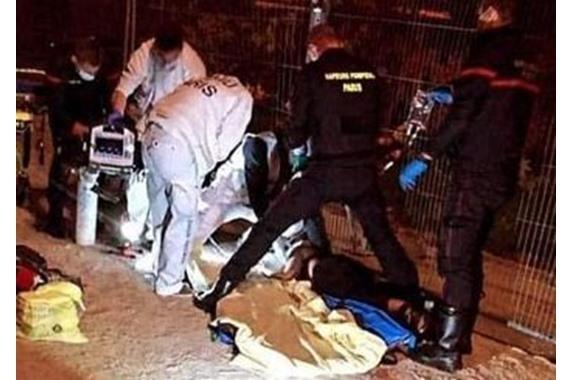 صورة متطرفون في فرنسا يطعنون مسلمتين تحت برج إيفيل