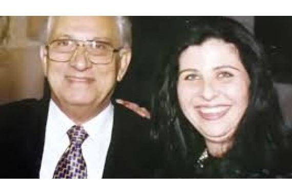 """صورة """" مكنش ينفع البسه البدلة الحمراء """" ..ابنة عمرو الحريري تكشف مفاجأة وفاته"""