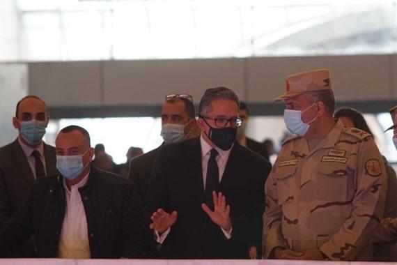 صورة العناني والفار يتفقدان المتحف القومي للحضارة المصرية بالفسطاط