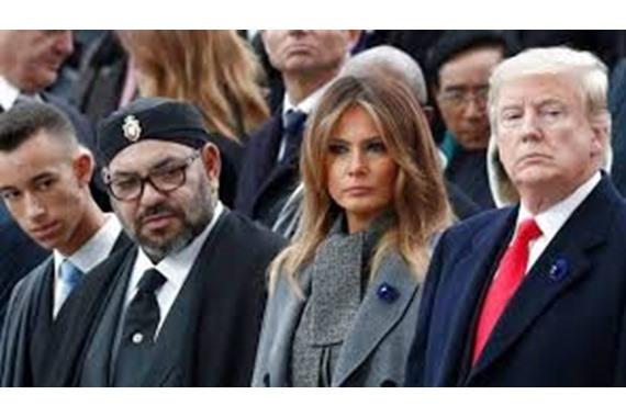 صورة قبل الرحيل.. ترامب يمنح ملك المغرب هذا الوسام