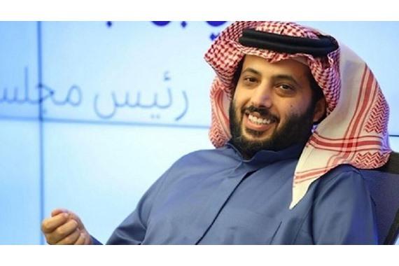 صورة بالفيديو.. تركي آل الشيخ يفاجئ محيي إسماعيل بمالم يتوقعه