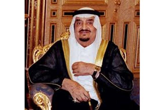 صورة شاهد.. صورة نادرة للملك فهد في منزله
