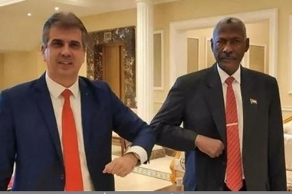 صورة رسميًا.. توقيع أول مذكرة تفاهم بين السودان وإسرائيل