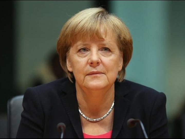 "بالفيديو.. ""ميركل"" تهدد بترحيل 1000 مصري من ألمانيا"