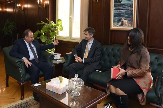 محافظ إسكندرية مع السفير السويسري