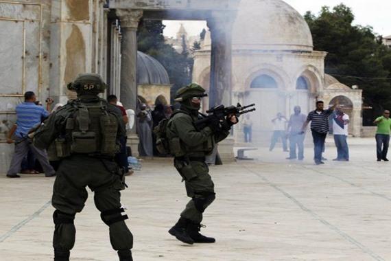 """قوات الاحتلال تقتحم باحات """"الأقصى"""