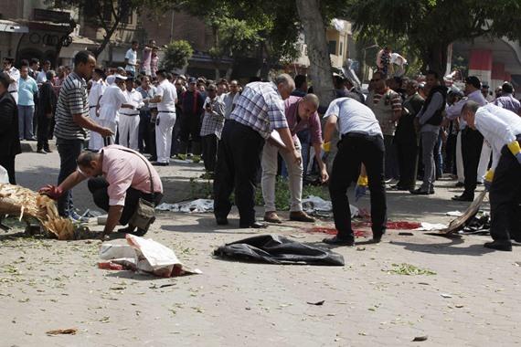 بالصور: إصابة 15 شرطيا في انفجار سيارة أمام مركز تدريب الشرطة بالغربية