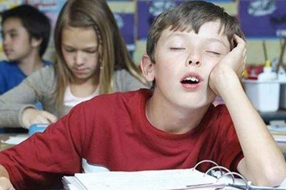 خبراء النوم ينصحون بتأخير بداية اليوم الدراسي