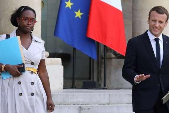 صورة الرئيس الفرنسي: حادث الطعن جاء بسبب إسائتنا للرسول