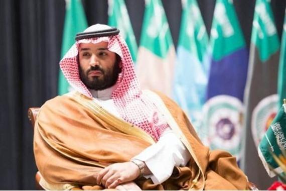 صورة سر الصورة الغريبة التي ظهرت خلف ولي العهد السعودي وأثارت الجدل