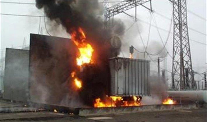مجهولون يشعلون النار في محول كهرباء