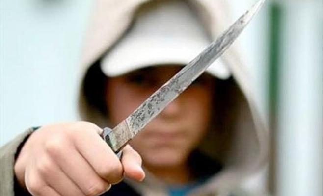 القبض على عامل انهال على زوجته طعنًا بالسكين
