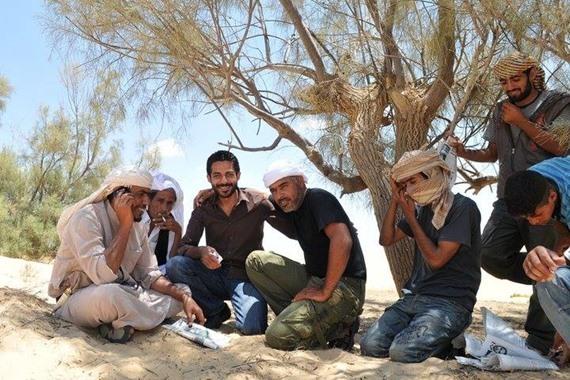 مطاريد البدو مرافقين للصحفي أحمد رجب وسط سيناء