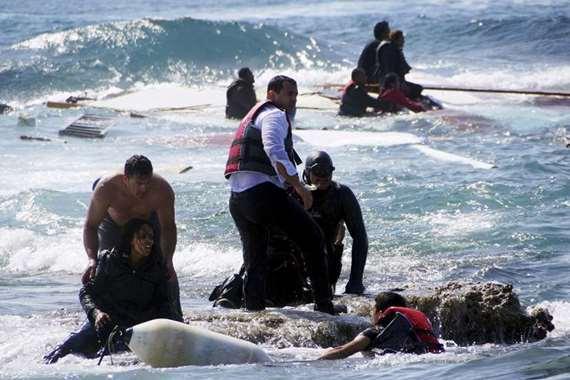 إيطاليا تنقذ 1050 مهاجرا