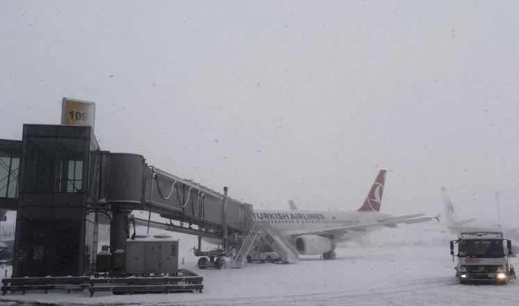العواصف الثلجية تلغي الرحلات الجوية بين مصر وتركيا