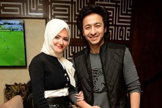 صورة زوجة حمادة هلال تثير ضجة علي مواقع التواصل بعد خلعها الحجاب
