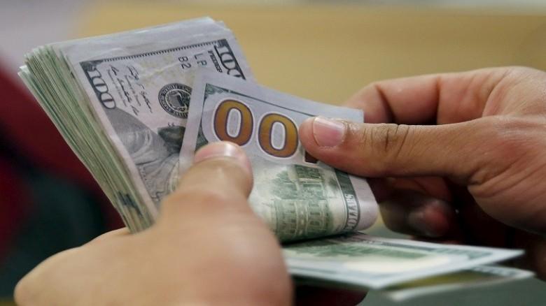 تراجع الدولار.. فهل تفعلها الأسعار؟