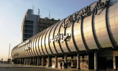 أمن مطار القاهرة يضبط موظفين وسائقين مخالفين بالمهبط