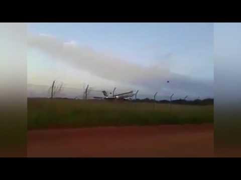 بالفيديو: طائرة شحن تتحطم بعد ثوان من إقلاعها