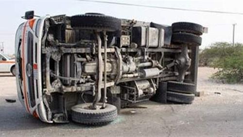 إصابة شخصين إثر انقلاب سيارة نصف نقل بالغردقة