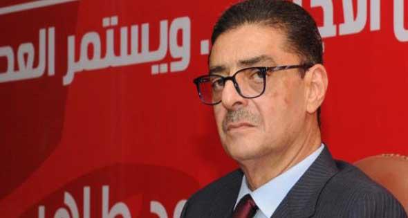 محمود طاهر يؤازر لاعبي الأهلي من «التتش»