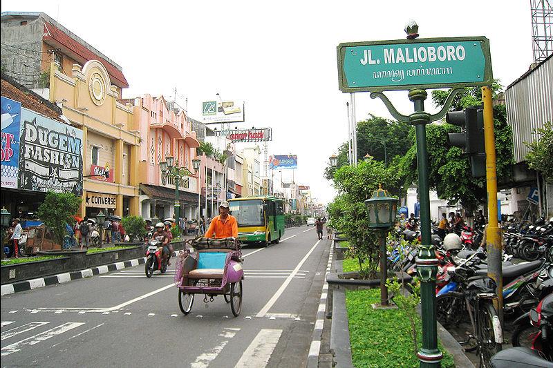 ثروة 4 رجال أعمال تفوق ما يملكه 100 مليون في أندونيسيا