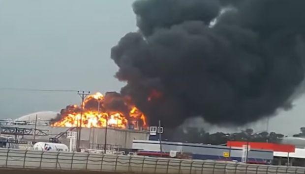 حريق هائل بأكبر مصفاة لتكرير البترول في أبوظبي