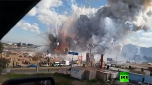 بالفيديو.. مشاهد مروعة من انفجار سوق للألعاب النارية