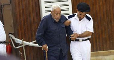 ابنته: نقل «مهدي عاكف» إلى زنزانة انفرادية