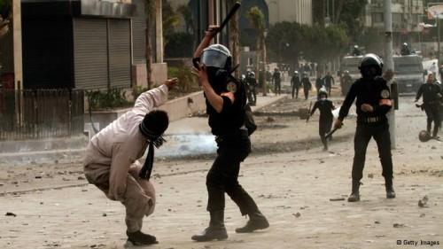 نشطاء يتداولون 35 خبراً لإنتهاكات مارسها ضباط