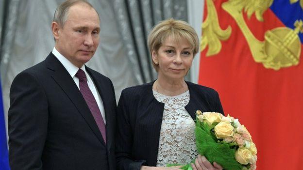 بالصورة.. مقتل مستشارة «بوتين» في حادث الطائرة المنكوبة
