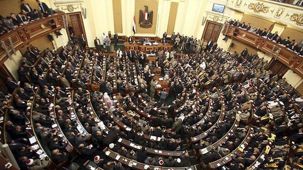 جدل برلماني حول قرارات رفض عودة الجماهير