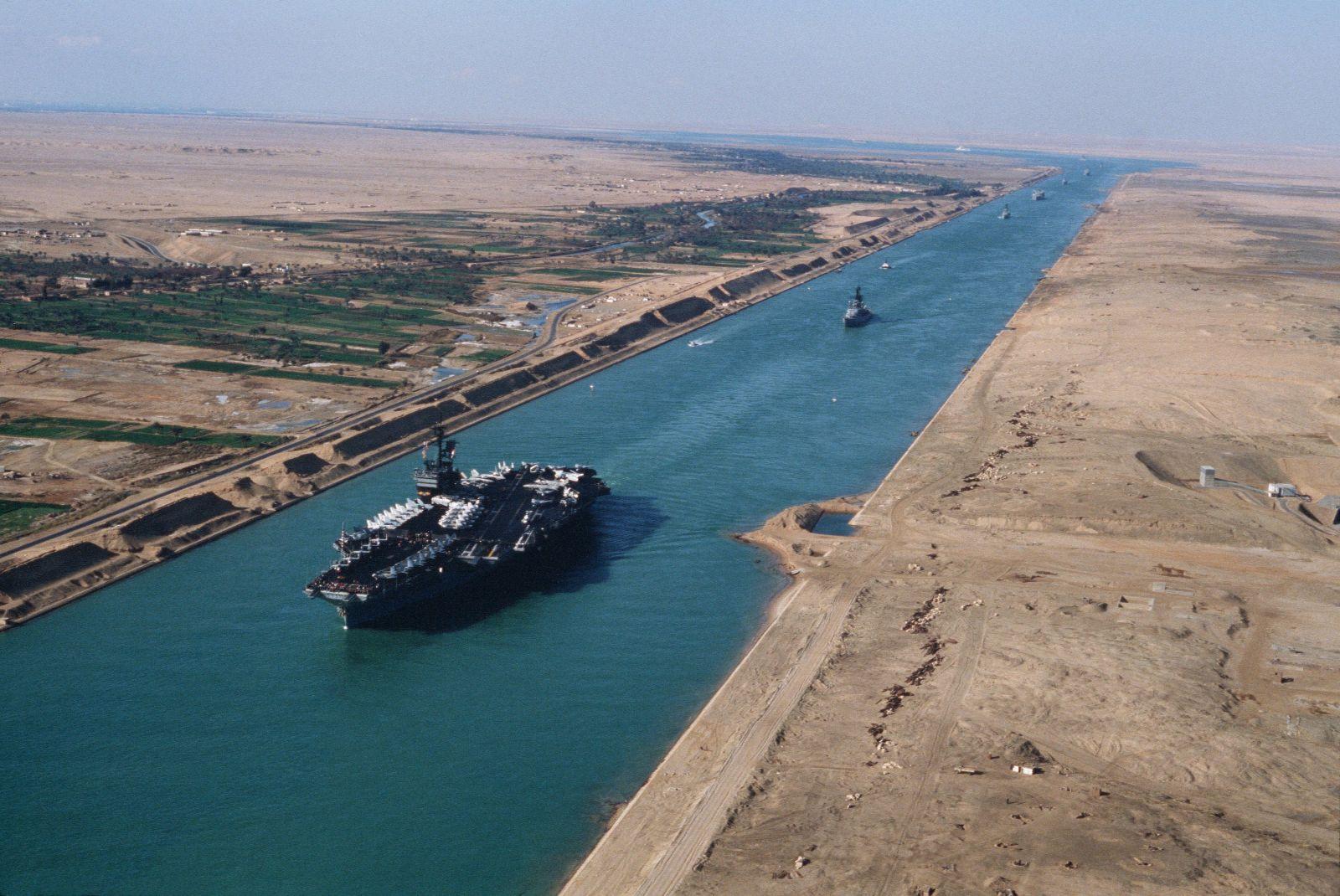 كشف تقرير مؤسسة سي إنتل للنقل البحري، عن أن انخفاض أسعار النفط أدى لاتجاه الناقلات البحرية إلى اتخاذ الطريق الطويل من خلال الالتفاف حول أفريقيا لتجنب الرسوم ...