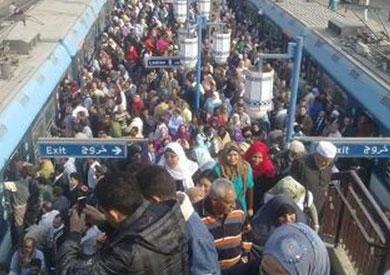 تكدس آلاف الركاب على أرصفة محطة المطرية
